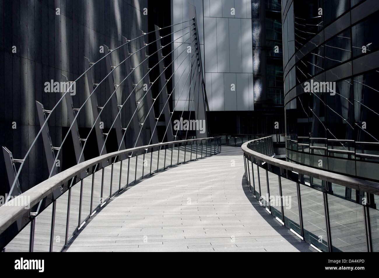 Chemin moderne à travers le quartier financier de Paris Banque D'Images