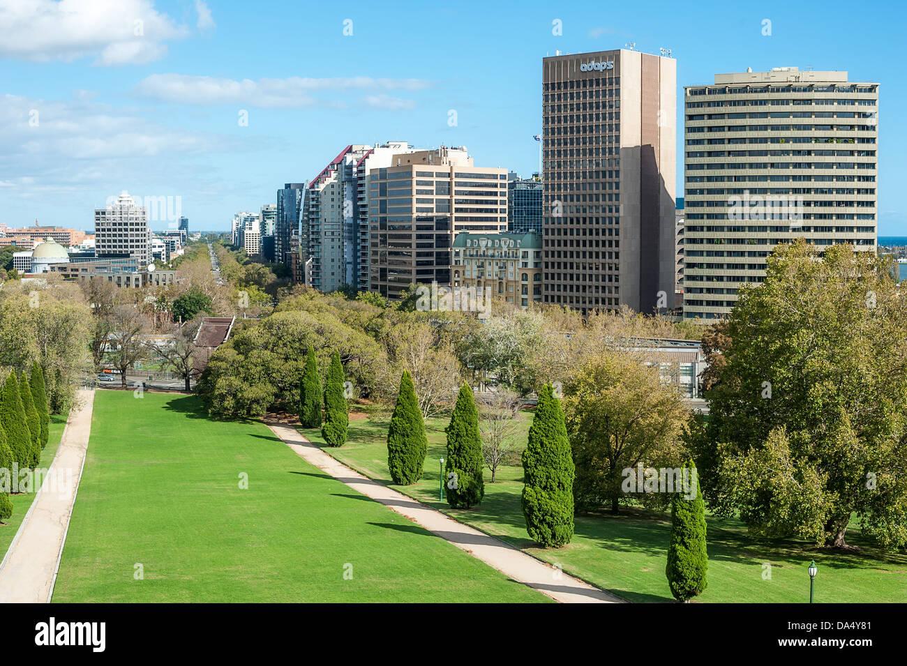 En regardant vers le sud du Domaine des Rois au centre-ville de Melbourne. Banque D'Images