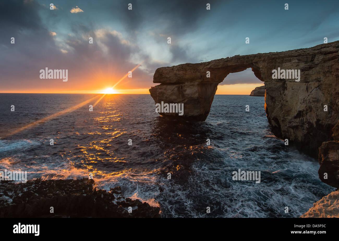 Fenêtre d'azur, Gozo, Malte coucher du soleil Photo Stock