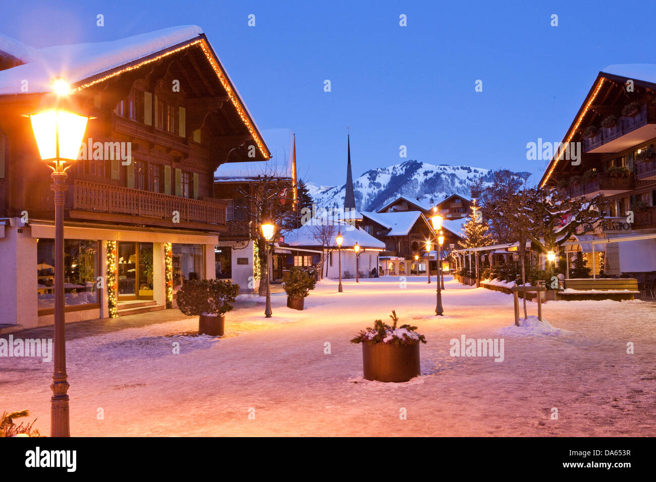 gstaad village hiver nuit sombre canton berne oberland bernois suisse europe lumi res. Black Bedroom Furniture Sets. Home Design Ideas