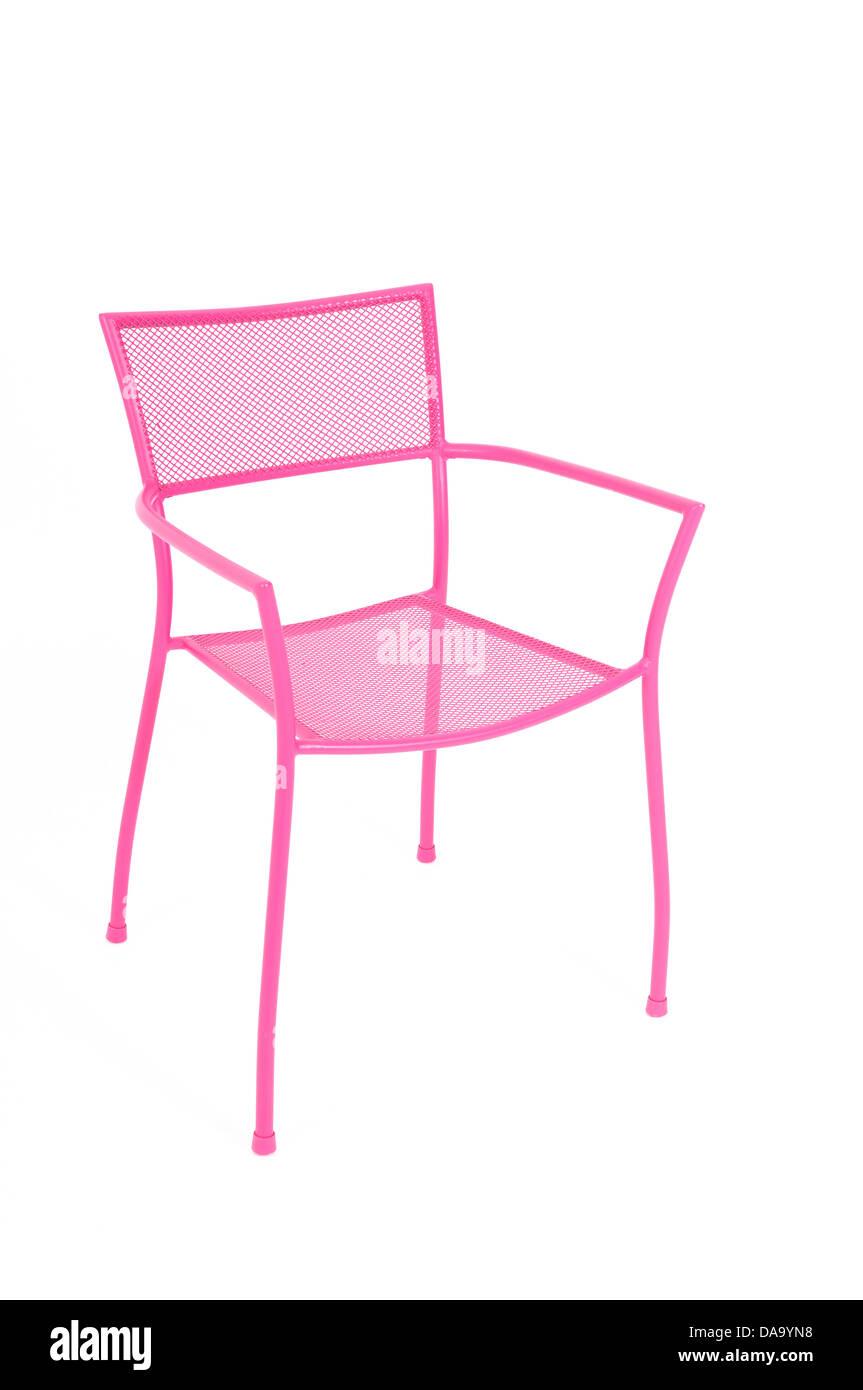 Une chaise en métal et Rose sur fond blanc Banque D'Images