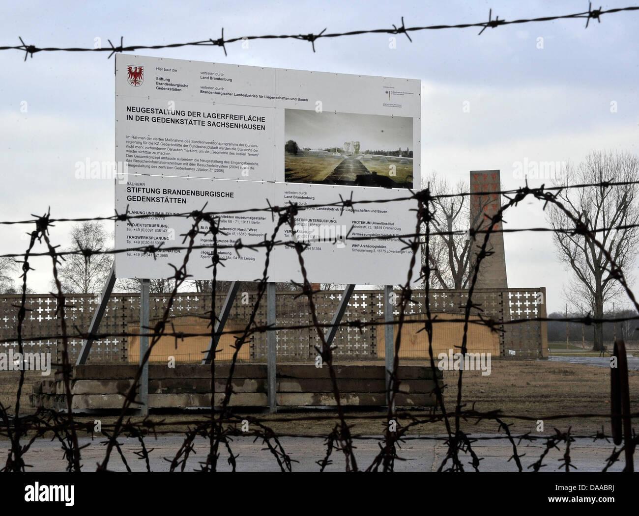 Un signe sur l'exercer cour décrivant la refondation des plans pour le monument commémoratif le 19. Photo Stock