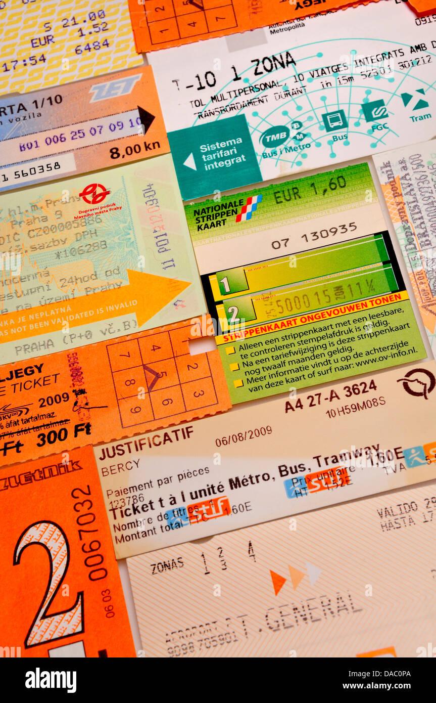 Les tickets pour les transports en commun de villes à travers l'Europe Photo Stock