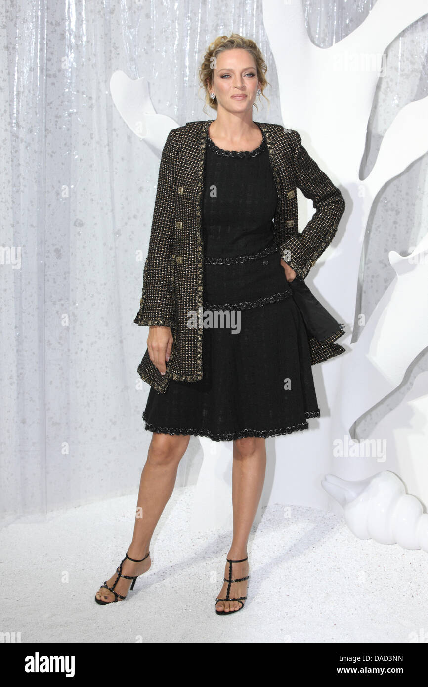 L actrice américaine Uma Thurman assiste à la présentation de Chanel femme  prêt à porter e40ab907fe1