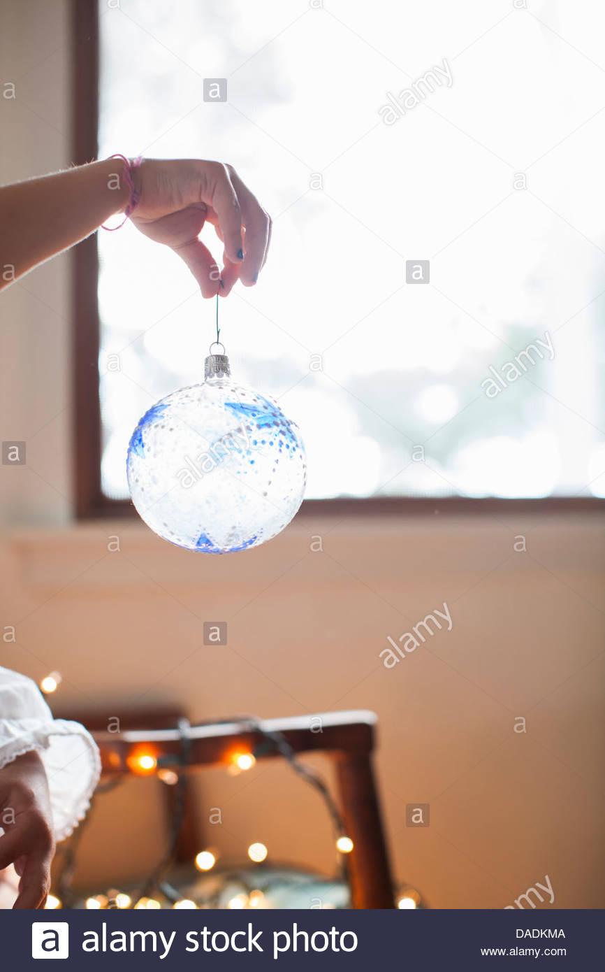 Babiole claire bleu dangling doigt Photo Stock