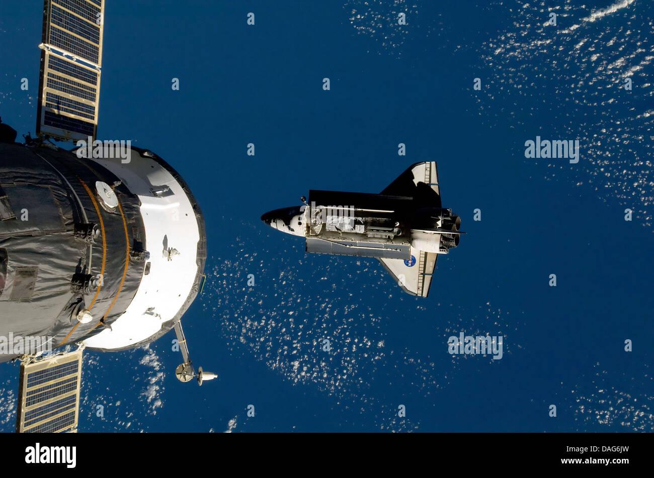 Station spatiale internationale et la navette spatiale. Version optimisée et améliorée d'un original Photo Stock