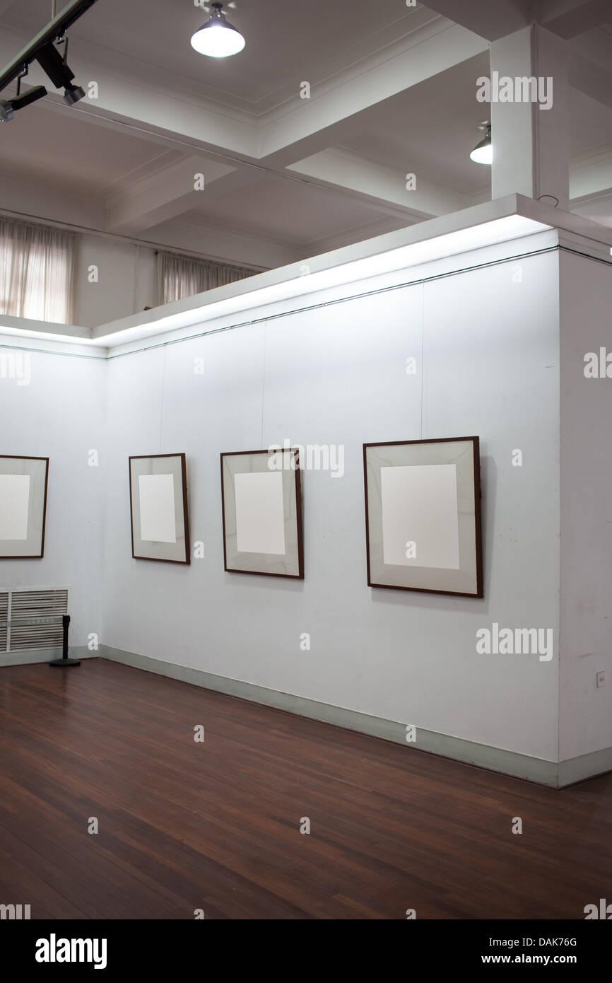 La galerie d'art sans que personne, cadre vierge. Photo Stock