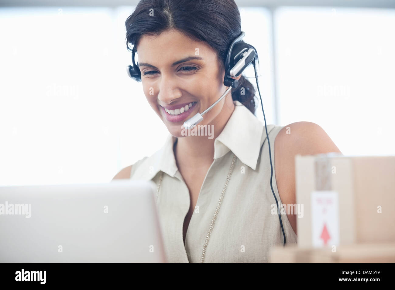 Woman at desk Banque D'Images