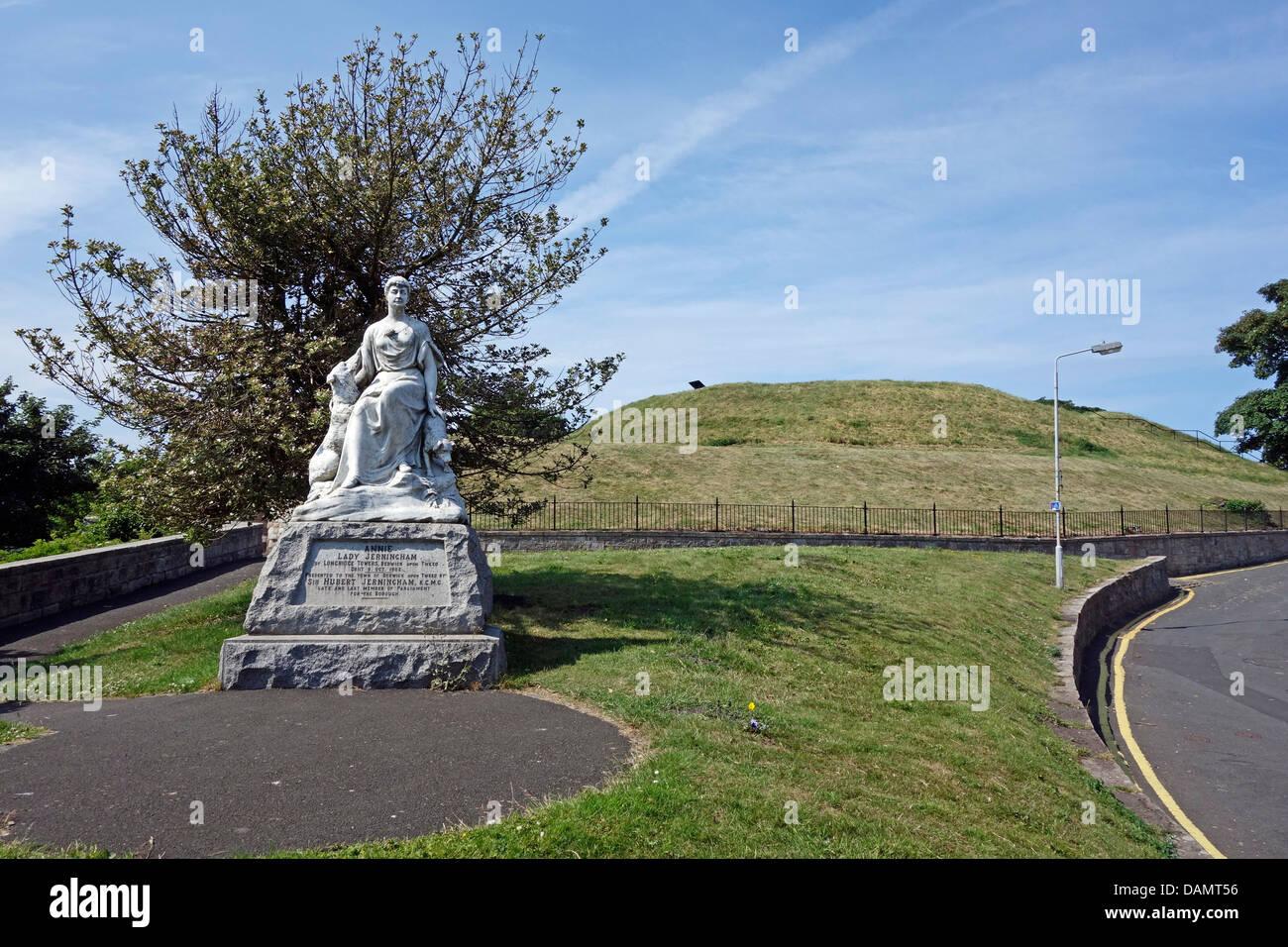 Statue de Annie Lady Jerningham sur le mur de défense à Berwick-upon-Tweed en Angleterre Banque D'Images