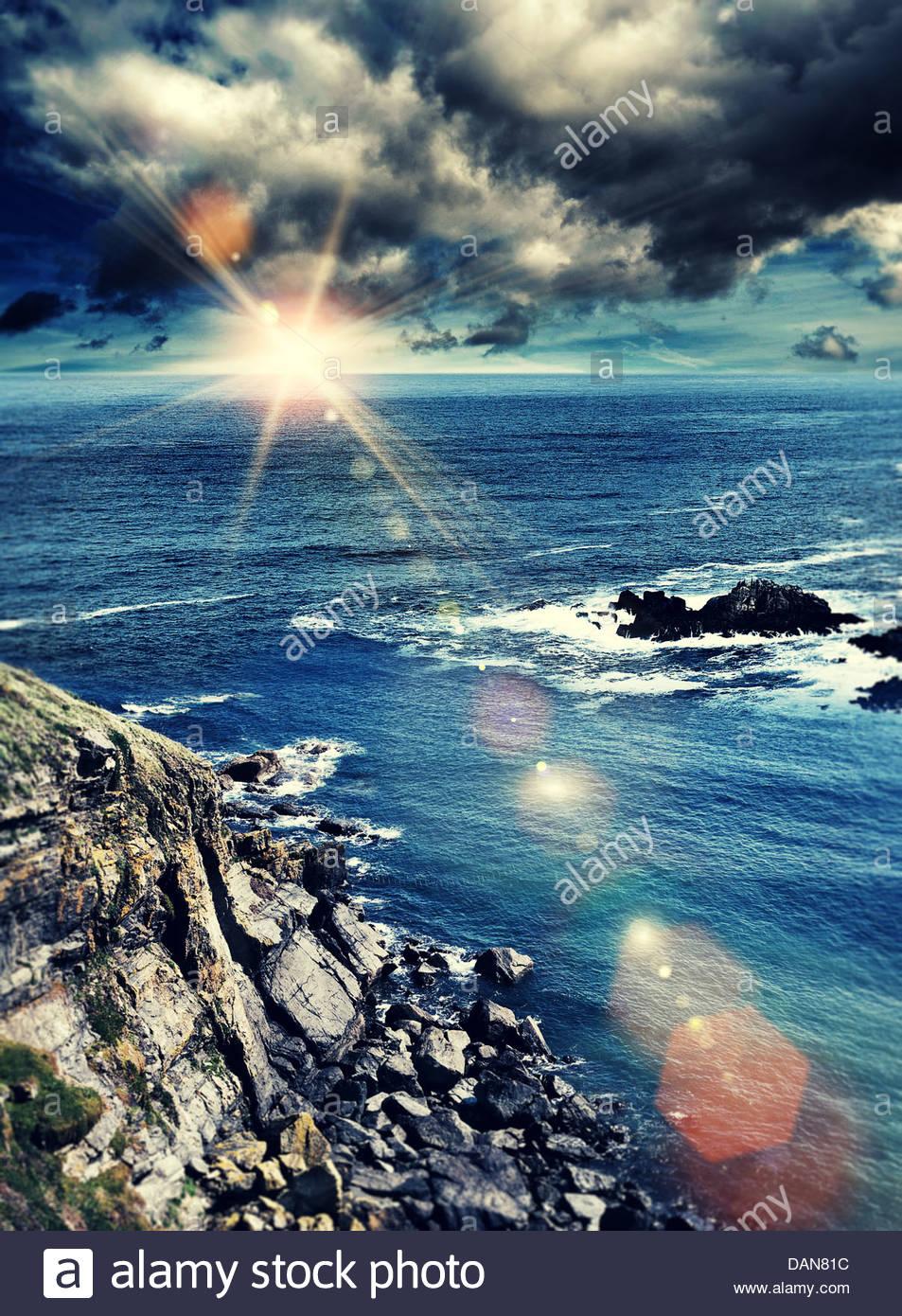 Océan soleil orageux Photo Stock