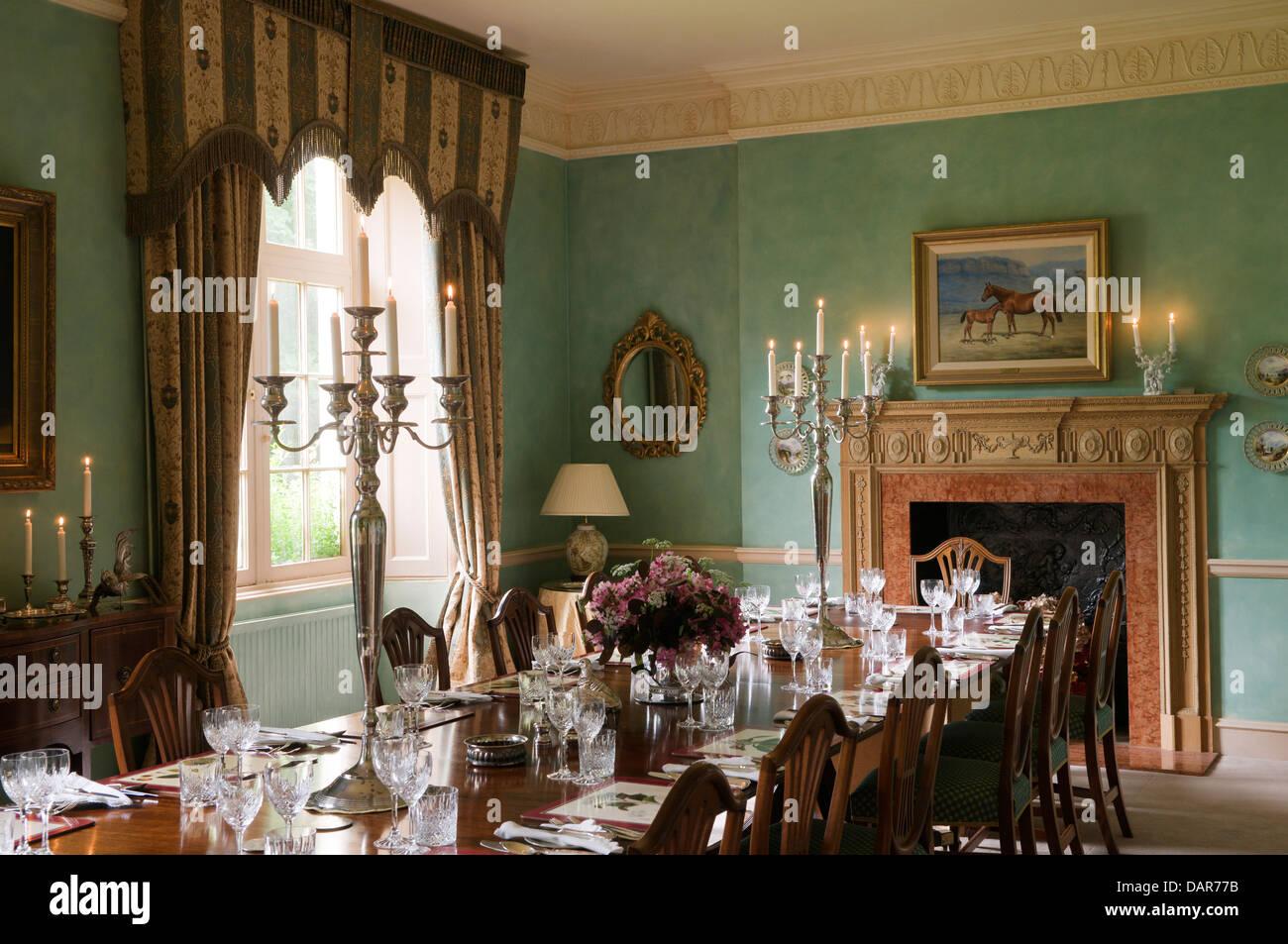 Salle A Manger En Anglais Manoir Du 17eme Siecle Ampney Park Banque
