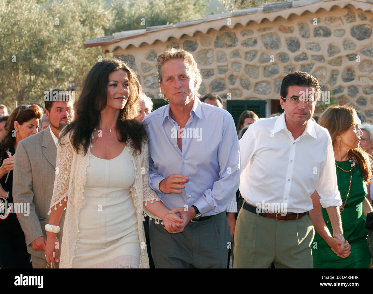 kirk douglas and michael douglas photos kirk douglas and michael douglas images alamy. Black Bedroom Furniture Sets. Home Design Ideas