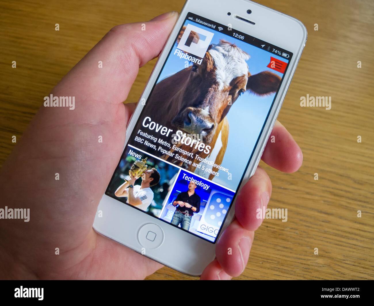 Médias sociaux Flipboard app sur iPhone blanc smartphone 5 Photo Stock