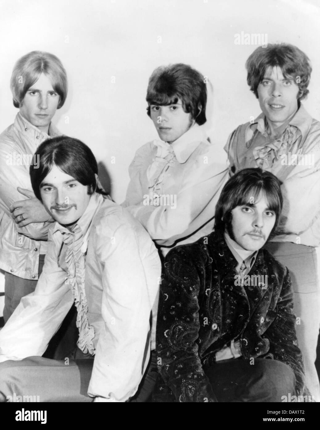 Statu quo à propos de la photo de promotion 1968 de l: Rick Parfitt, Francis Rossi, Alan Lancaster, John Coghlan, Roy Lynes Banque D'Images