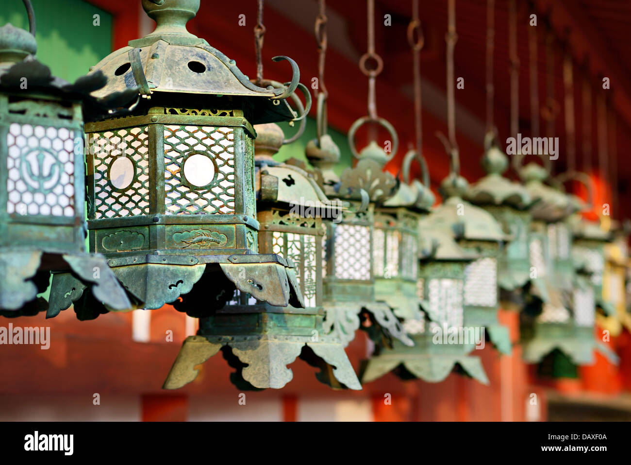 Les lanternes au temple bouddhiste de Kasuga Taisha Temple de Nara, au Japon. Photo Stock