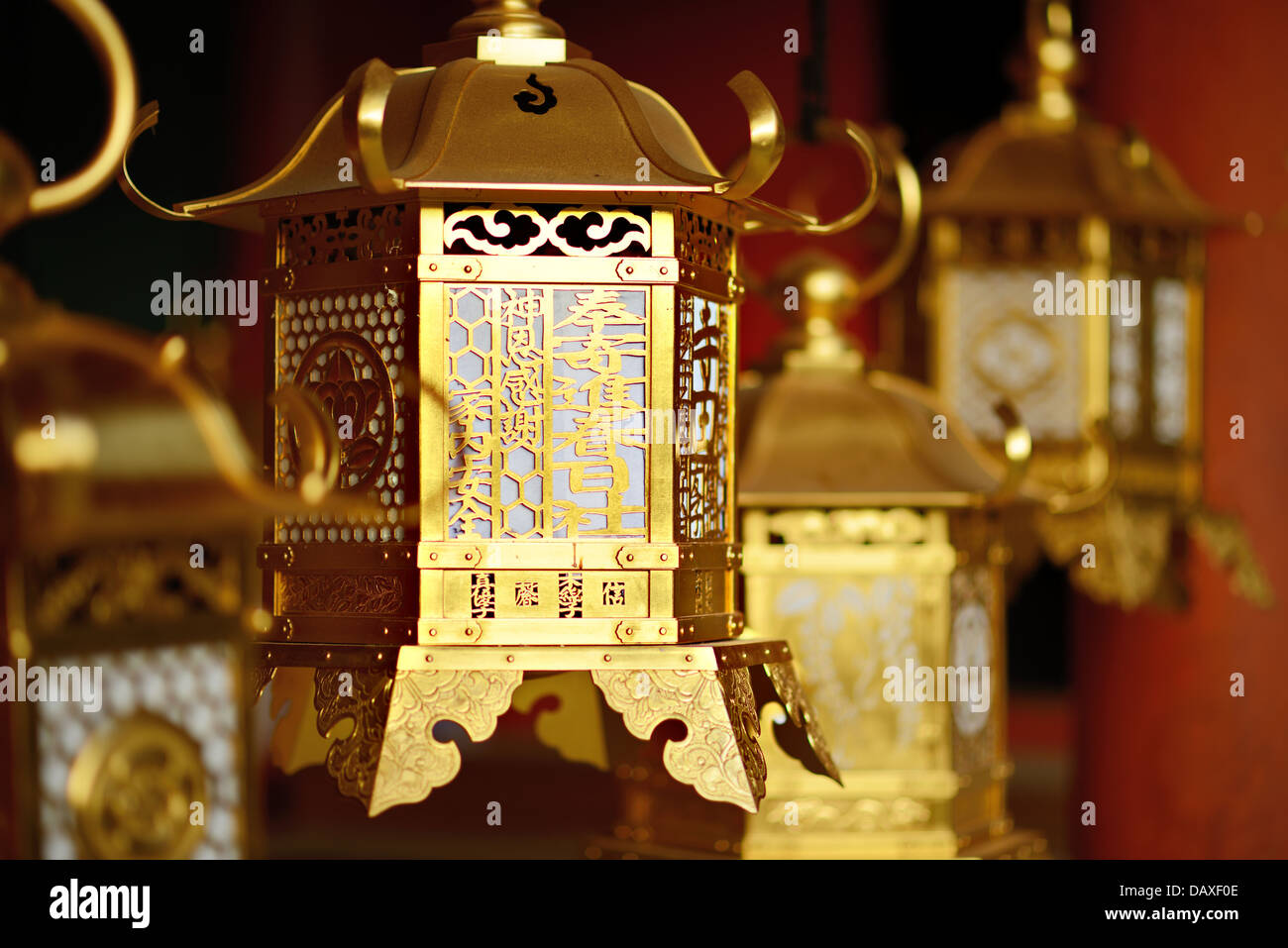 Lanternes temple bouddhiste au Sanctuaire Kasuga-Taisha à Nara, au Japon. Photo Stock