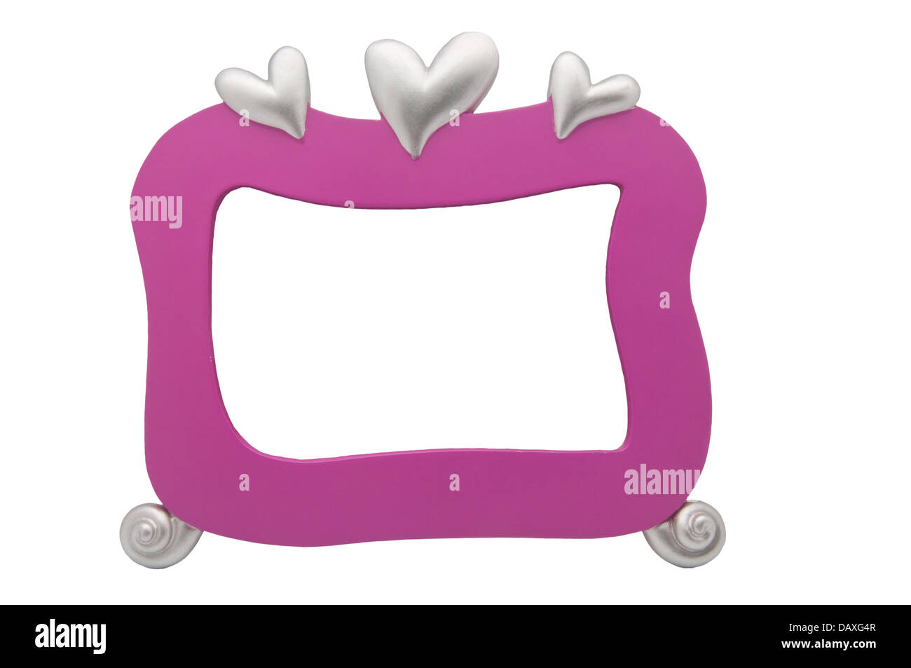 Un cadre photo rose avec coeurs d'argent sur fond blanc Banque D'Images