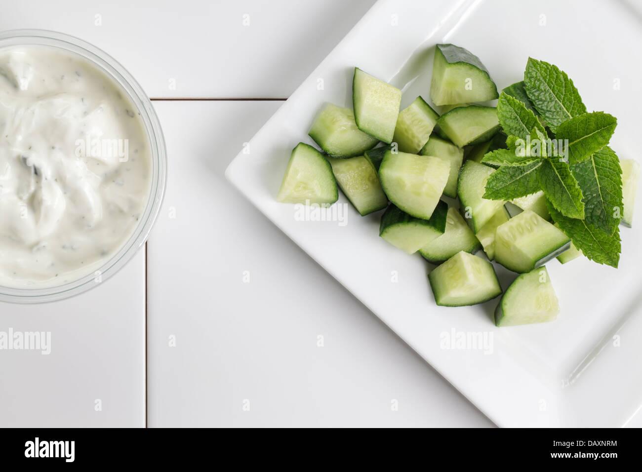 Avec le concombre et la menthe Tzatziki Photo Stock