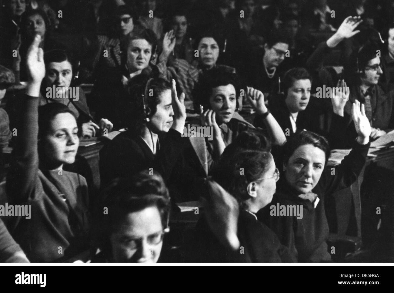 La politique, les congrès des femmes, Budapest, 3.- 6.12.1948, l'acclamation du 6.12.1948, Fédération Photo Stock
