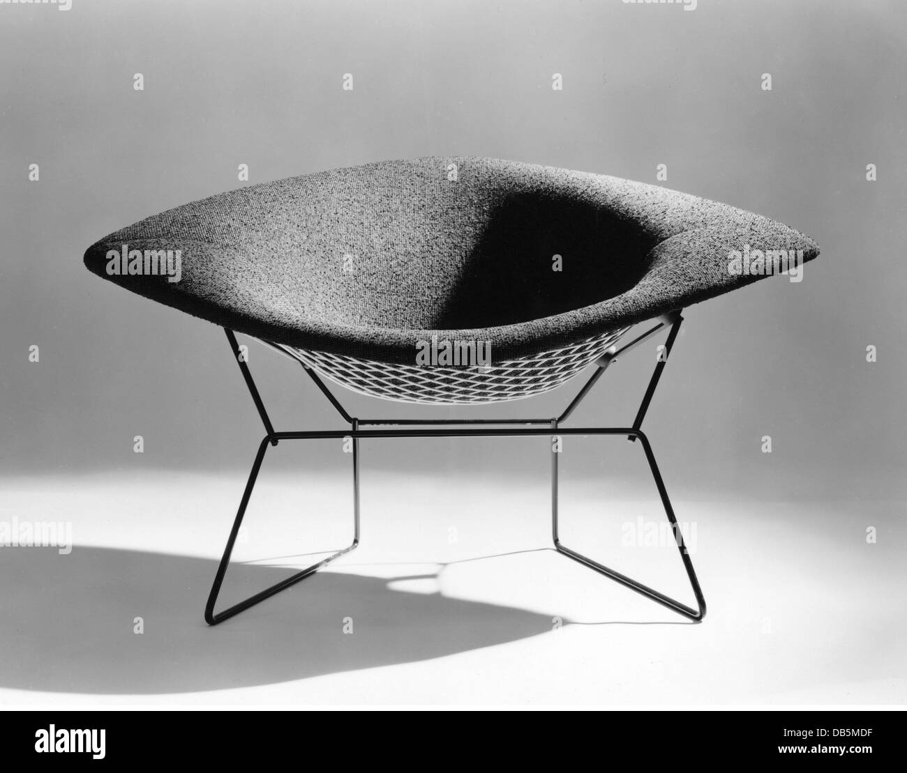 harry bertoia chair photos harry bertoia chair images alamy. Black Bedroom Furniture Sets. Home Design Ideas