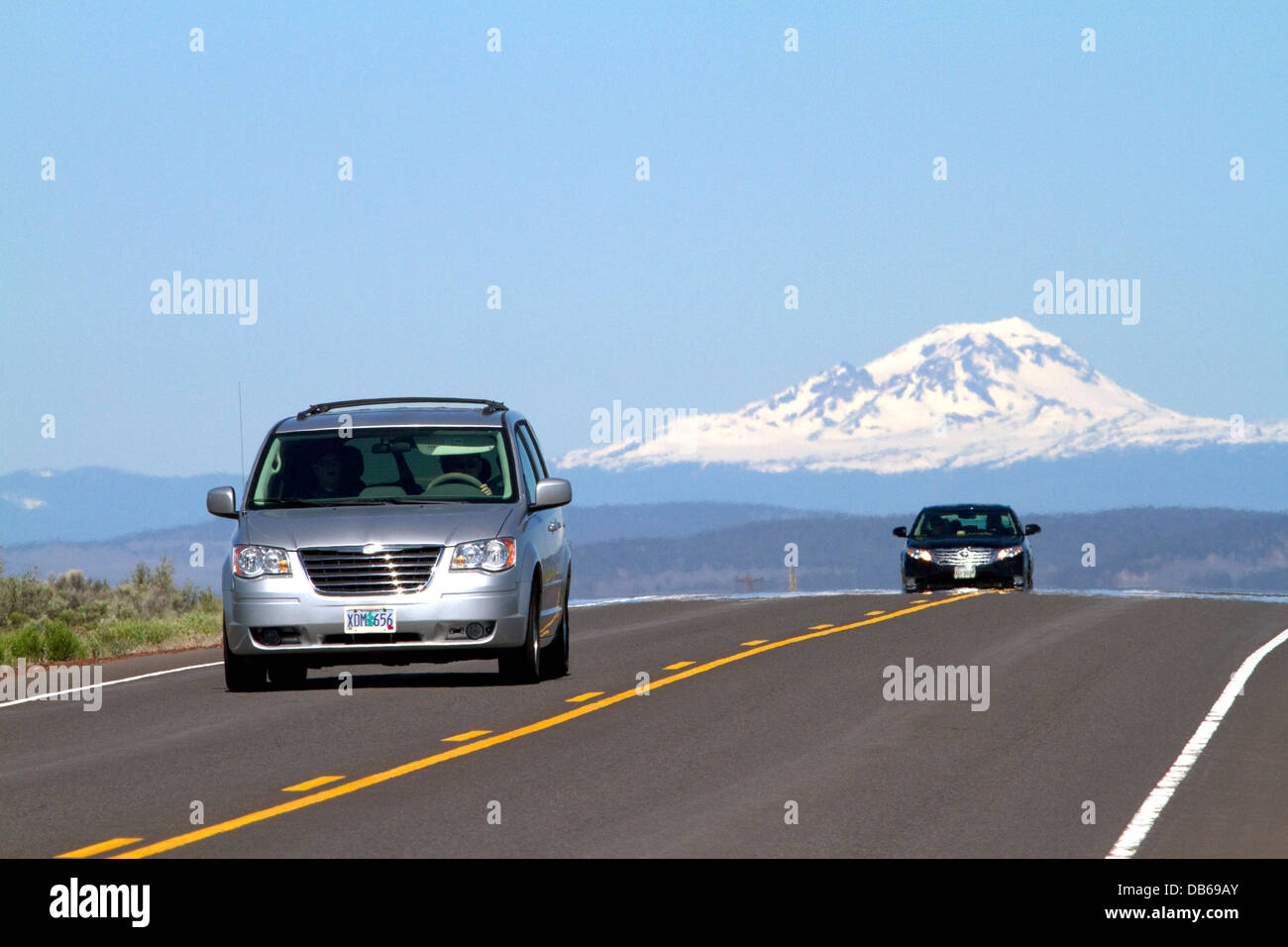 Billet d'automobiles sur la route 20 est de Bend, Oregon, USA. Photo Stock
