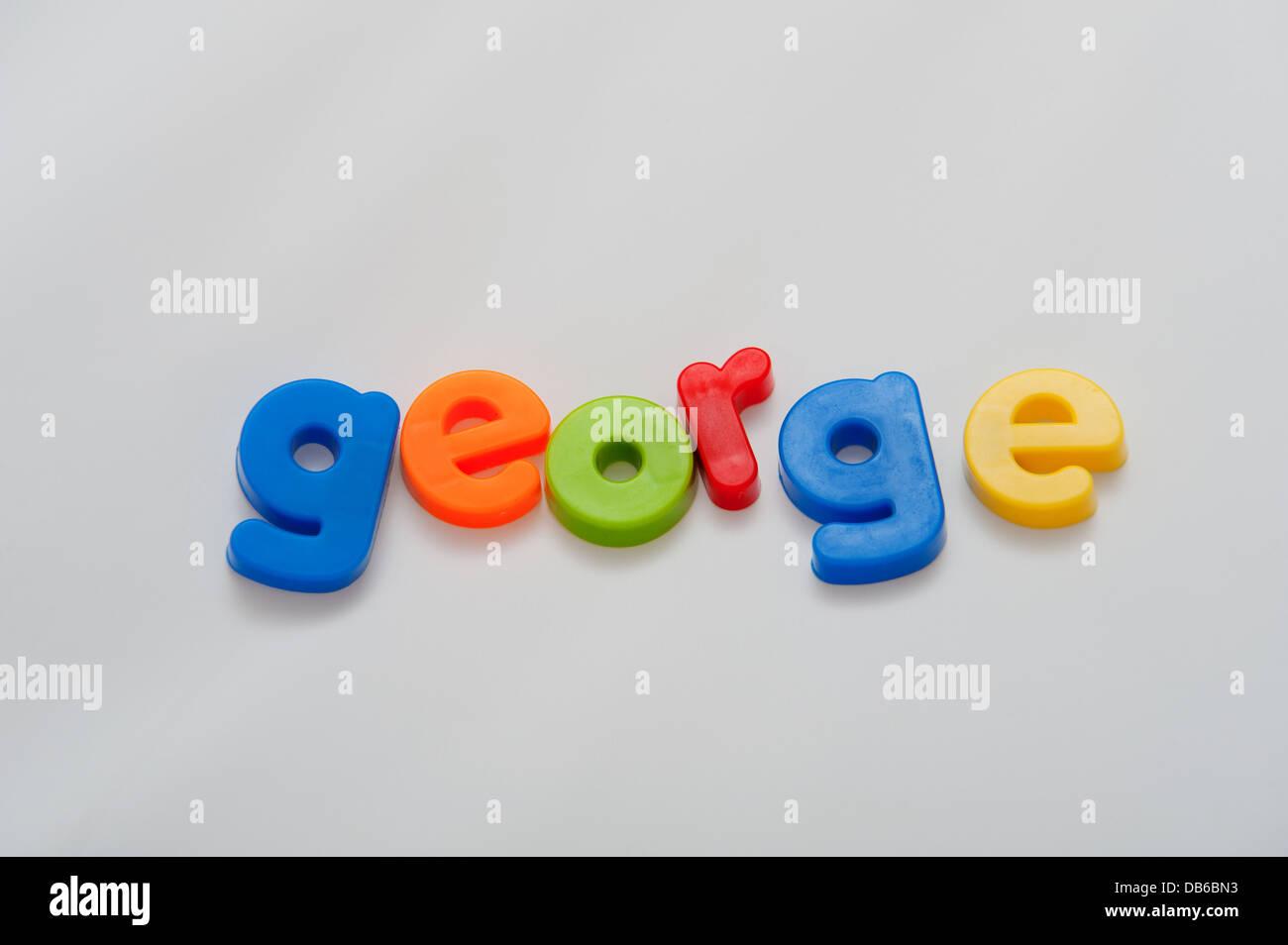 Le nom de bébé populaires George énoncés dans lettrage magnétique coloré Photo Stock