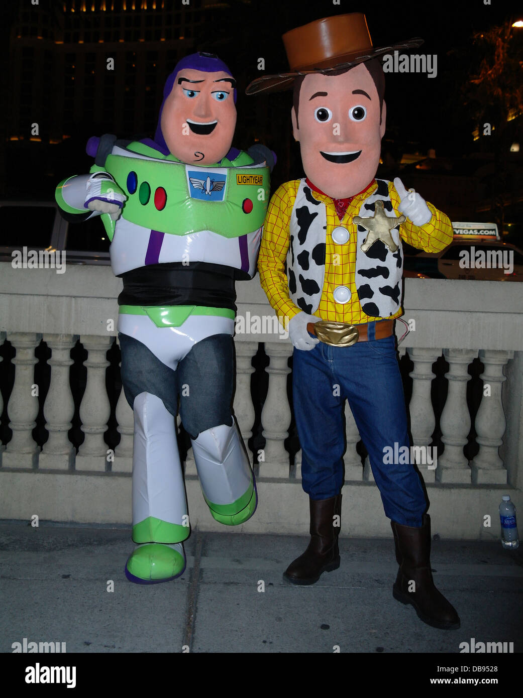 Des Toy Amuseurs Vue De Buzz Publics Comme L Story Nuit Habillé 513TlFKuJc