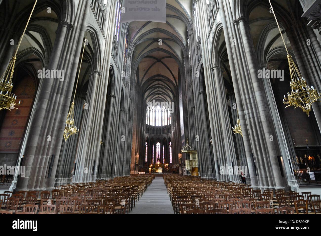 Clermont ferrand cathedral photos clermont ferrand cathedral images alamy - Puy de dome office du tourisme ...