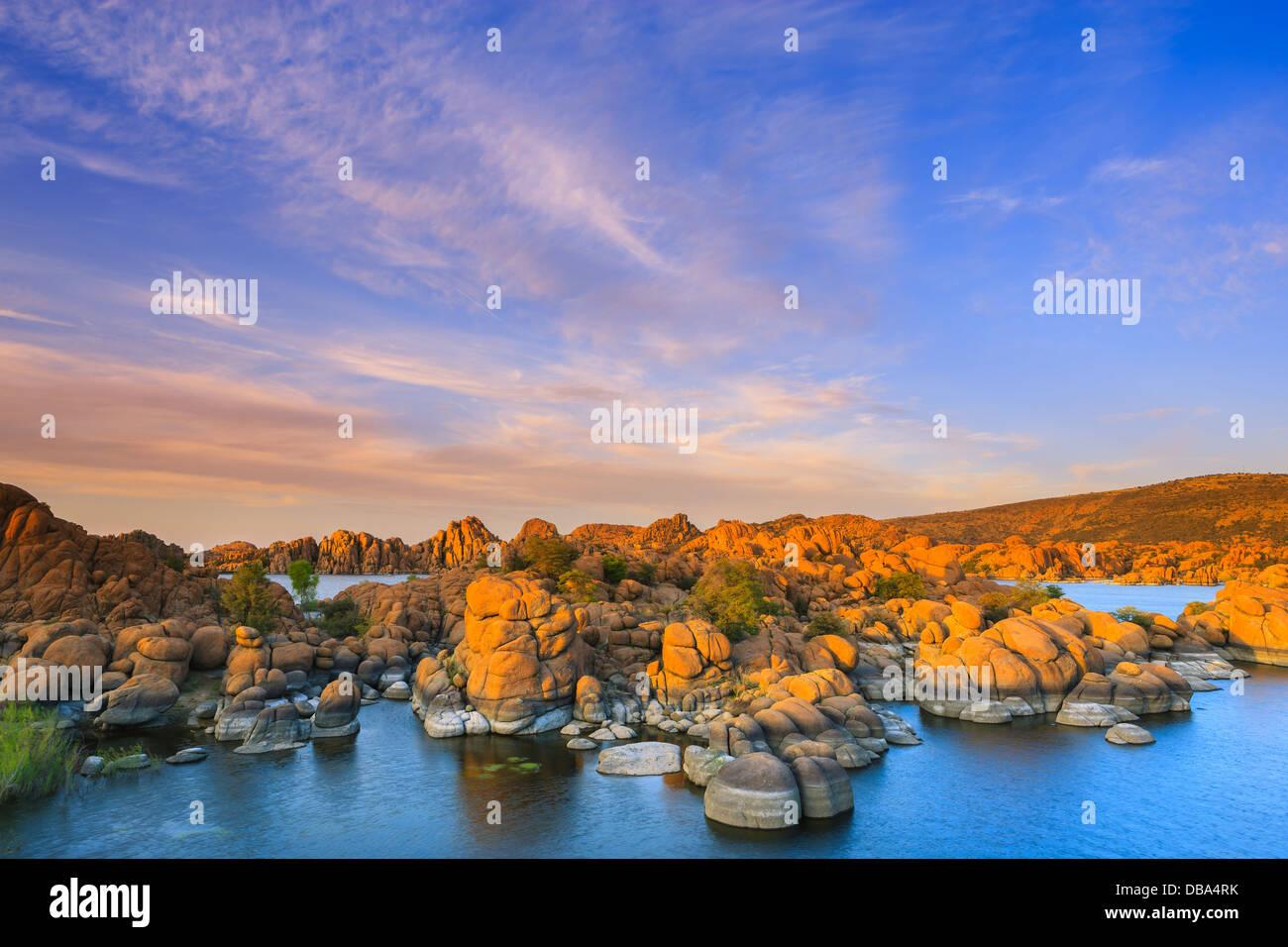 Coucher de soleil sur Watson Lake près de Prescott, Arizona Photo Stock
