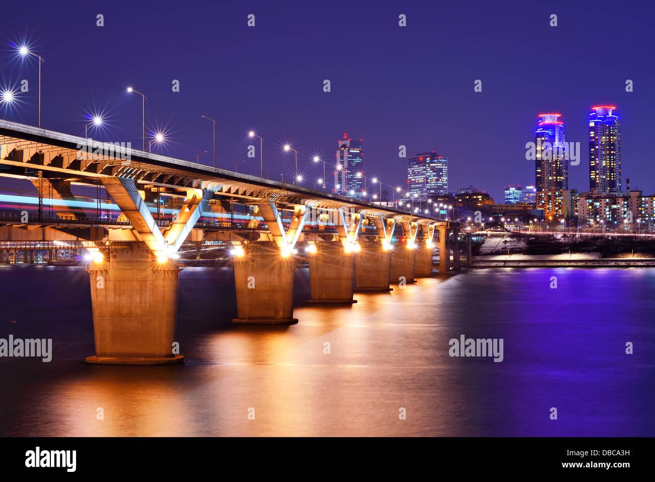 Pont rivière Han et à Séoul, Corée du Sud. Photo Stock