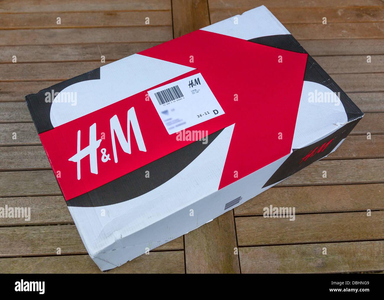 Paquet de détaillant de mode H&M. Photo Stock