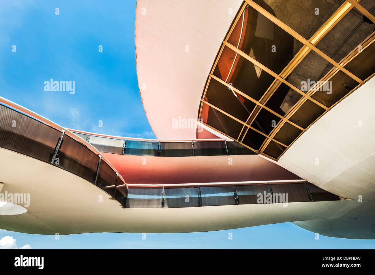 Détail de la structure de l'Niemeyer Musée des Arts Contemporains, Niteroi, Rio de Janeiro, Brésil, Amérique du Banque D'Images