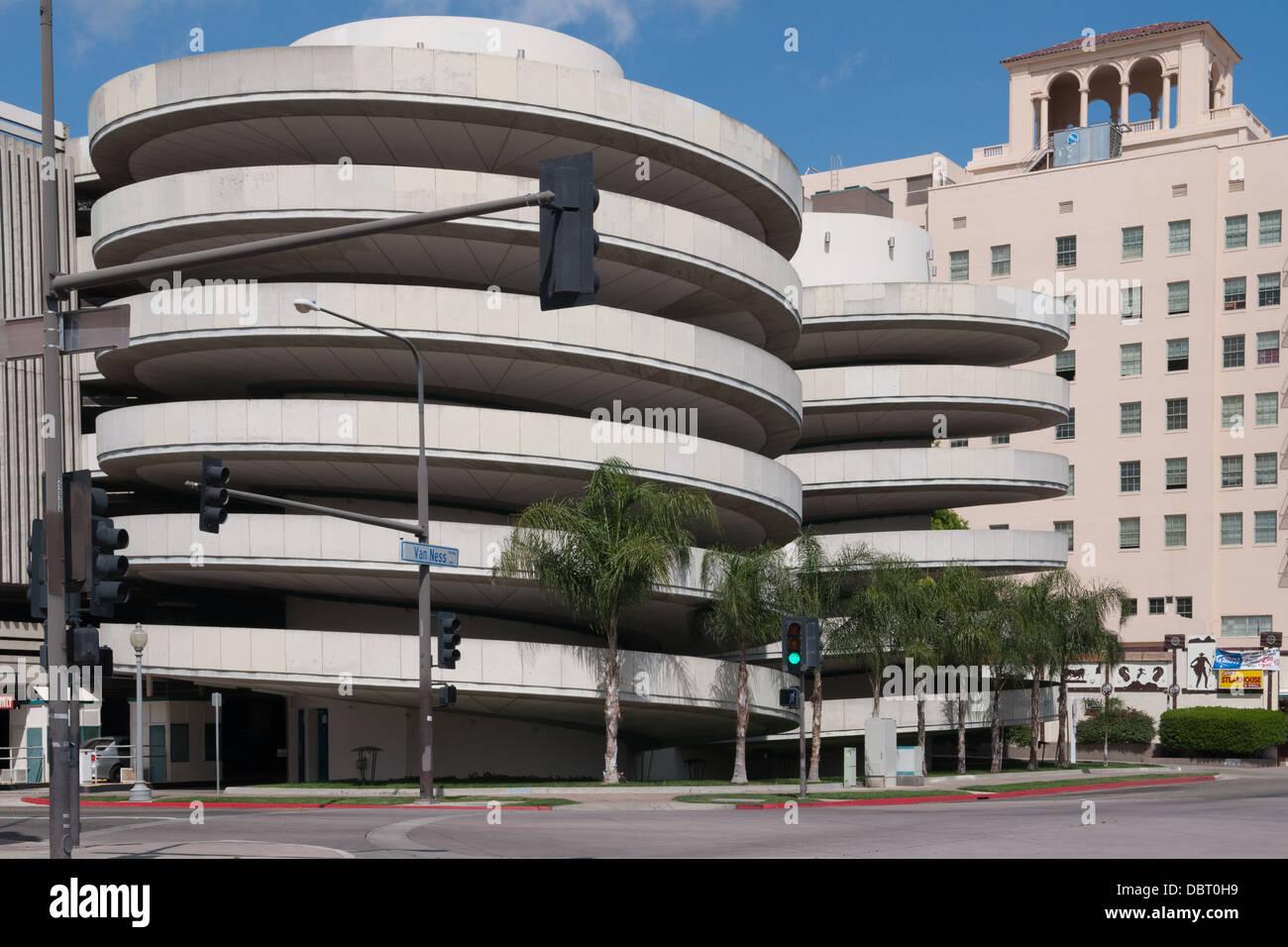 Garage de stationnement au centre-ville de Fresno, Californie Banque D'Images
