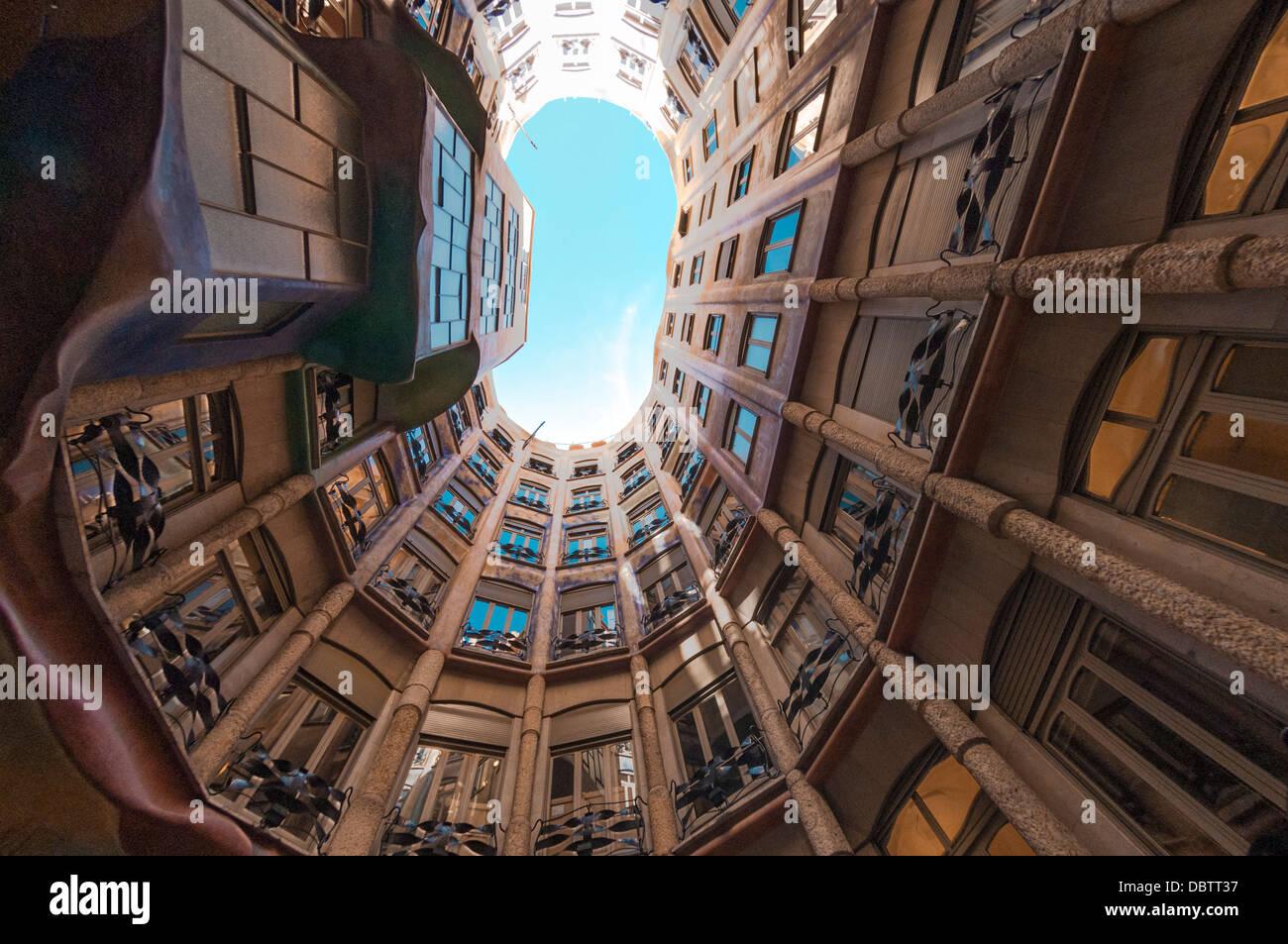 Fish Eye View de l'intérieur de la Pedrera (Casa Mila), Passeig de Gracia, Barcelone, Catalogne, Espagne Photo Stock