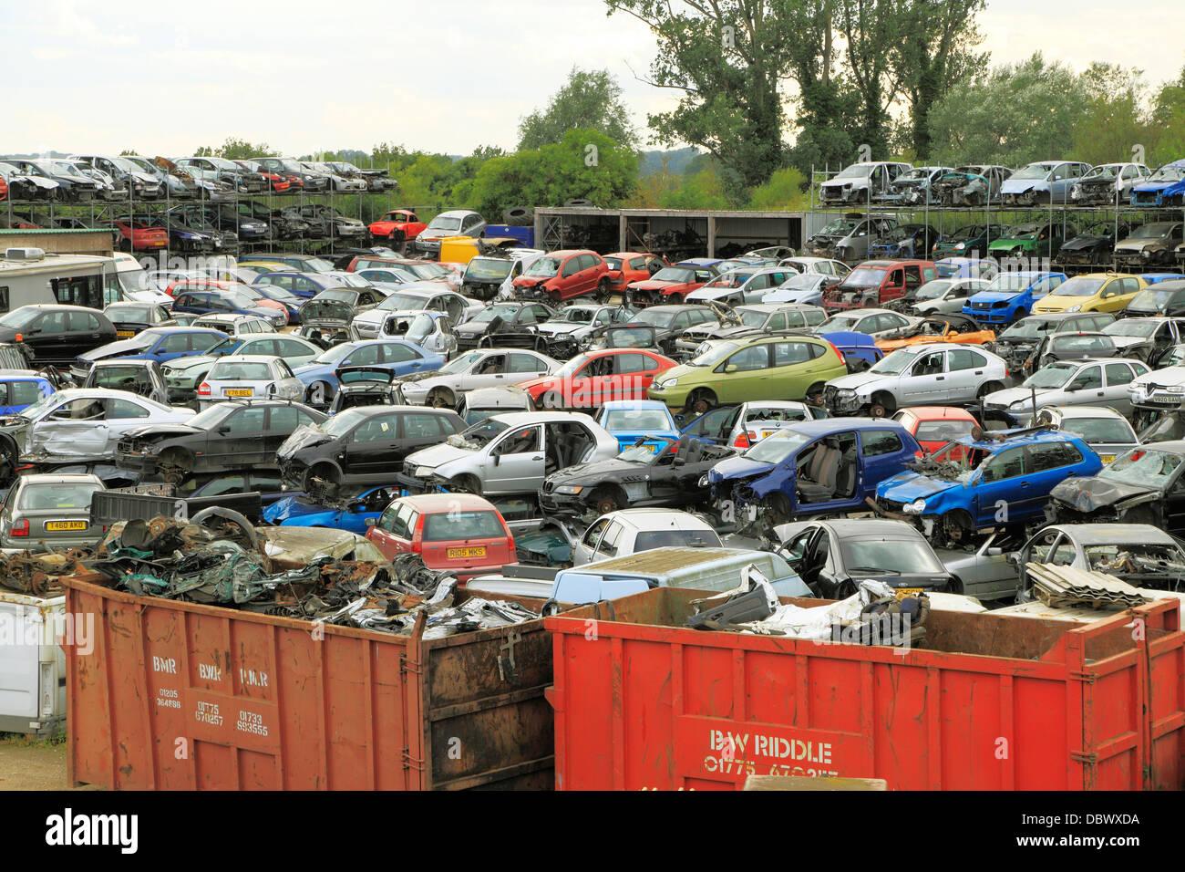 Véhicules accidentés Dump , Cour de récupération, recyclage ferrailles voitures dépôt Photo Stock
