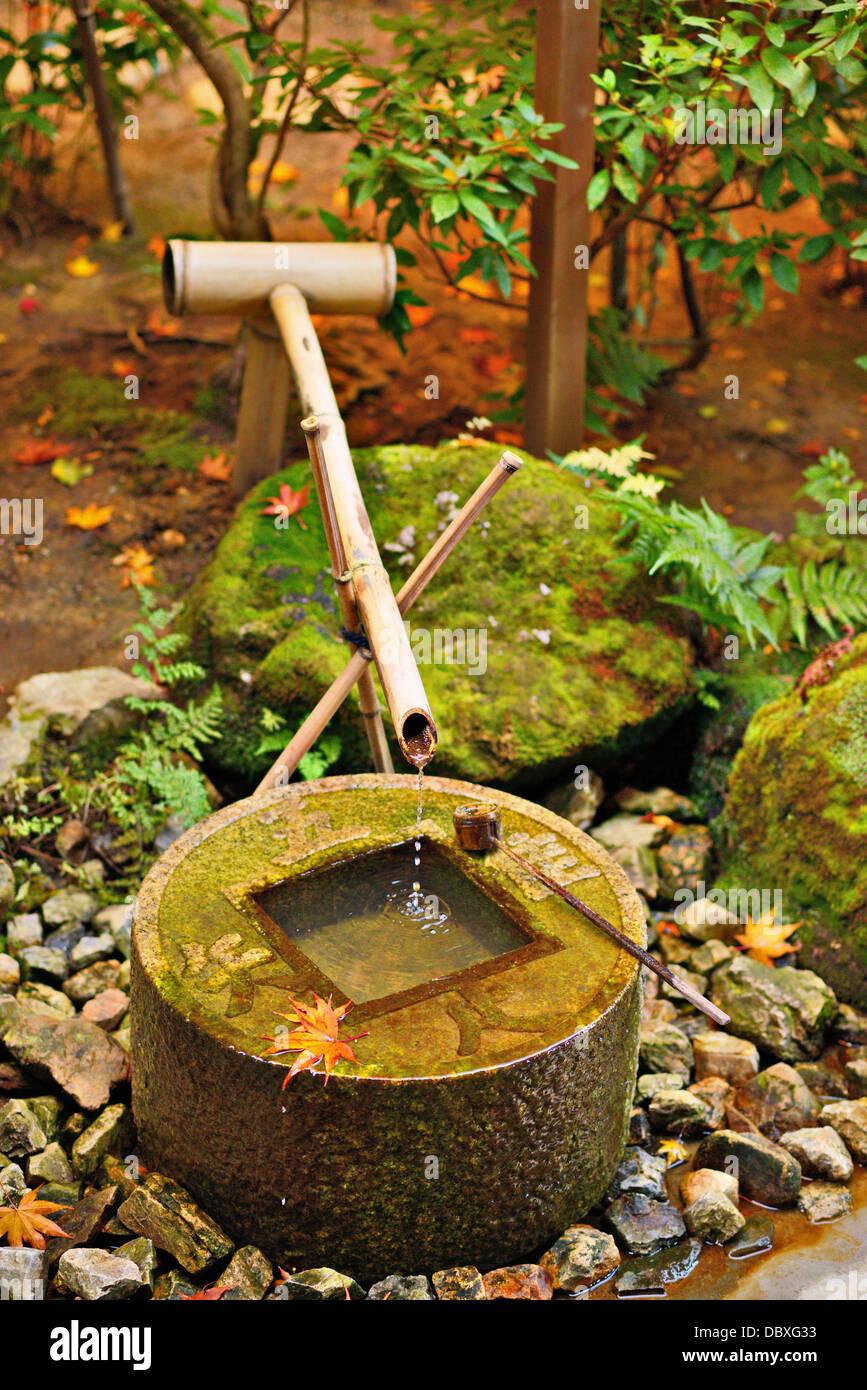 Pour le bassin de lavage à la main à Kyoto, au Japon. Photo Stock