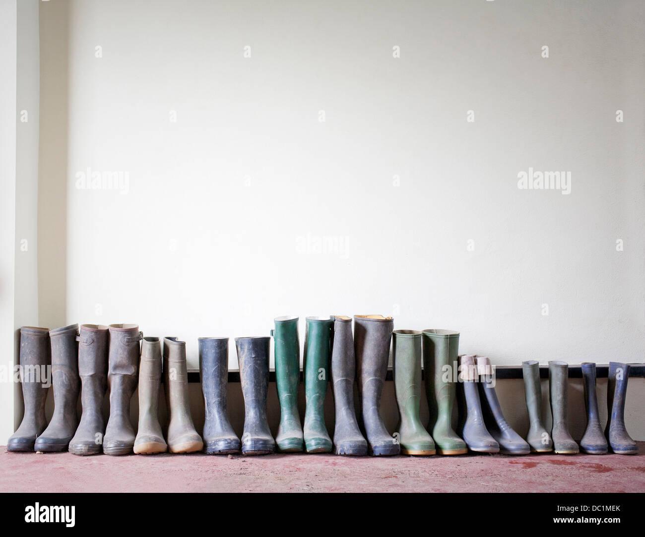 Bottes en caoutchouc dans une rangée Photo Stock