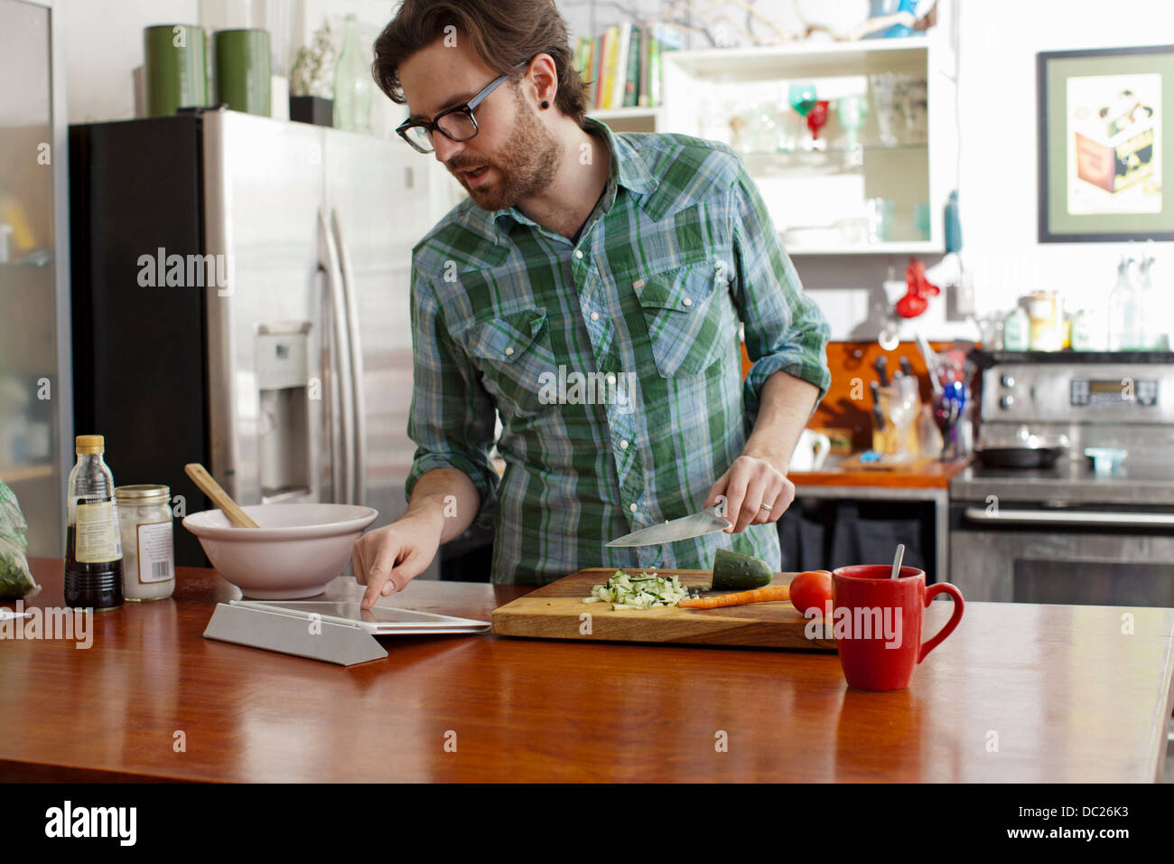 Man chopping vegetables Photo Stock