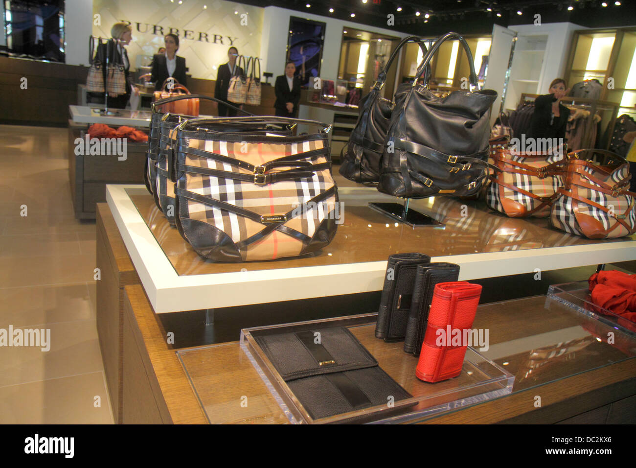 Sunrise en Floride Fort Ft. Lauderdale Sawgrass Mills Mall shopping fashion  vente Burberry Vêtements Accessoires Sacs à main pour femme 0b45bcd2b18