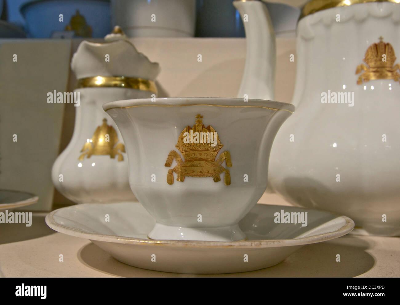 Élément d'un service en porcelaine, viennois blanc estampillés avec le imperial golden crown, Photo Stock