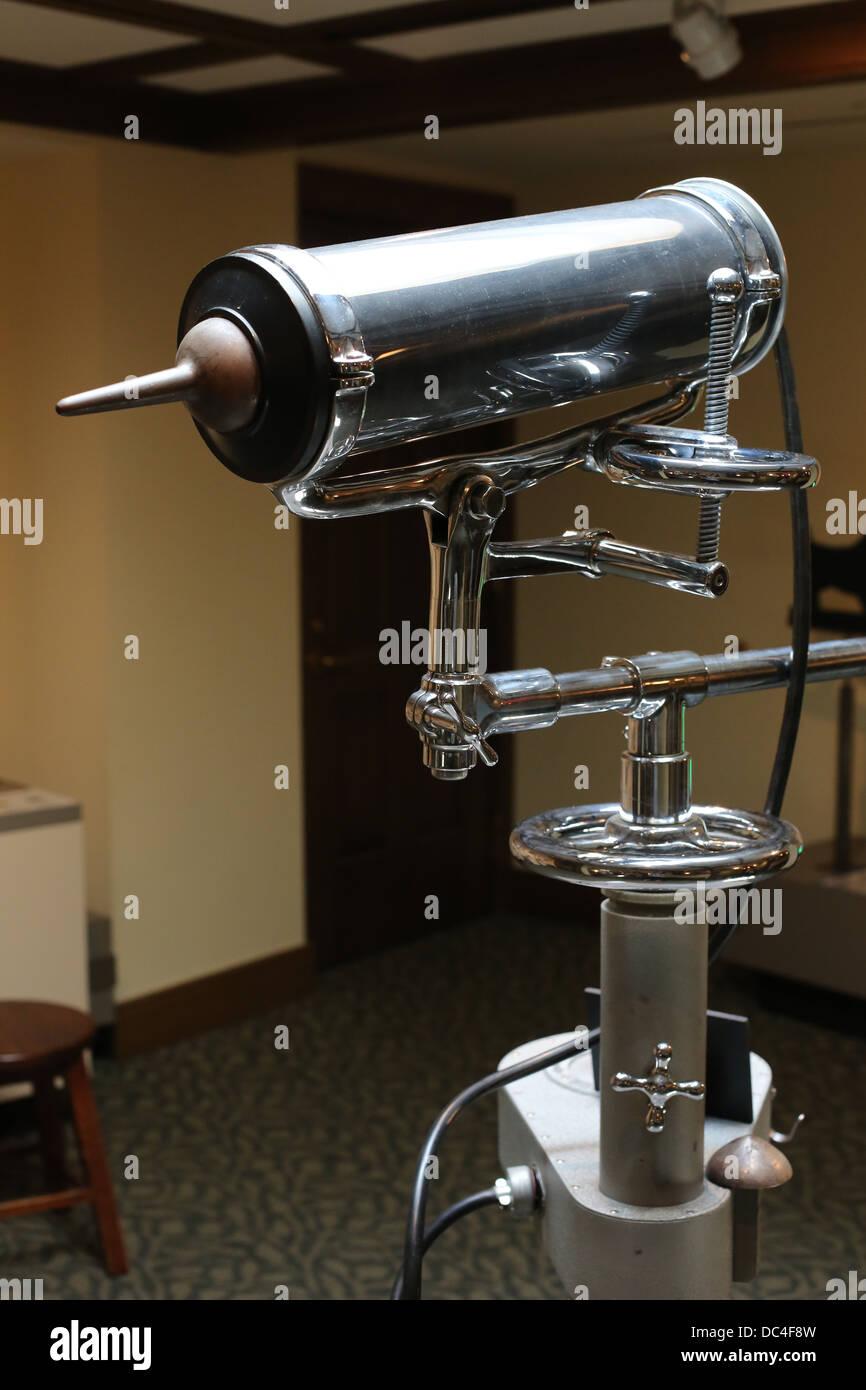 Un aimant oculaire anciens utilisés dans le domaine médical pour déposer le métal d'yeux. Photo Stock