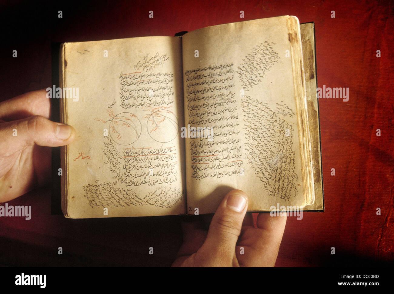 Livre astrologique datée du 15ème siècle à partir de la bibliothèque d'Alexandrie. Photo Stock
