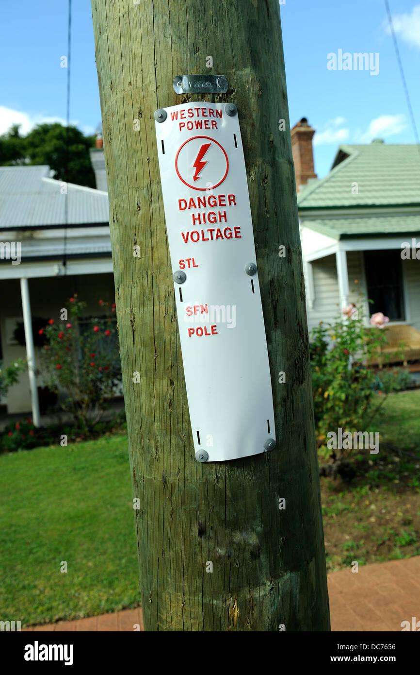 Étiquette d'avertissement sur la lumière-pole, Perth, Australie occidentale Photo Stock