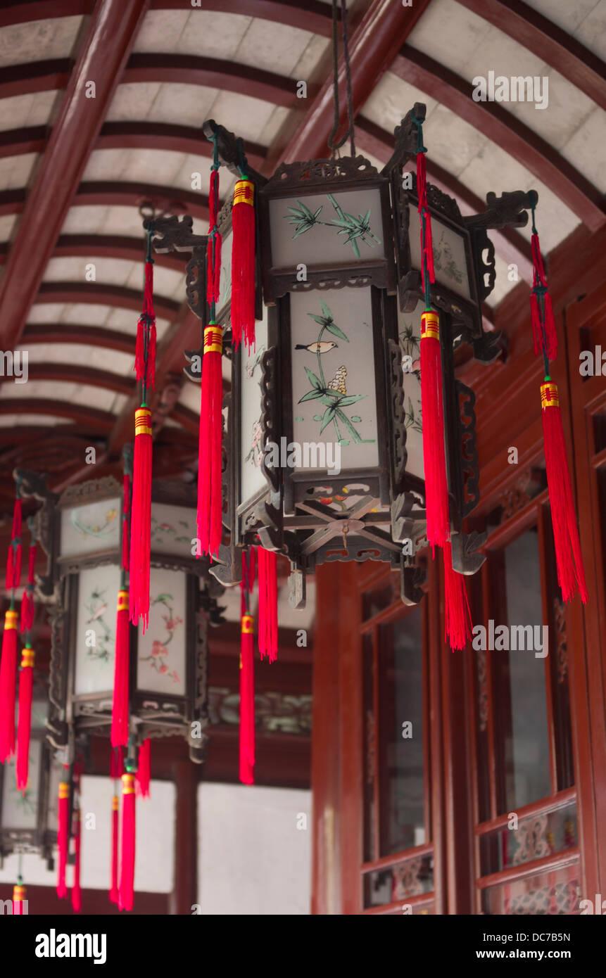 Lanternes chinoises Yu Garden / Jardin Yuyuan, au Jardin Chinois situé à côté de Temple du dieu Photo Stock
