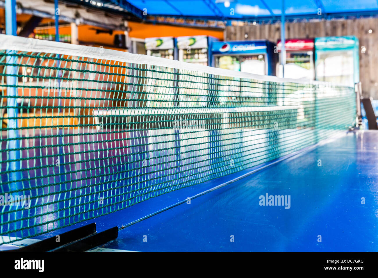 Libre d'un filet de tennis de table dans un bar Photo Stock