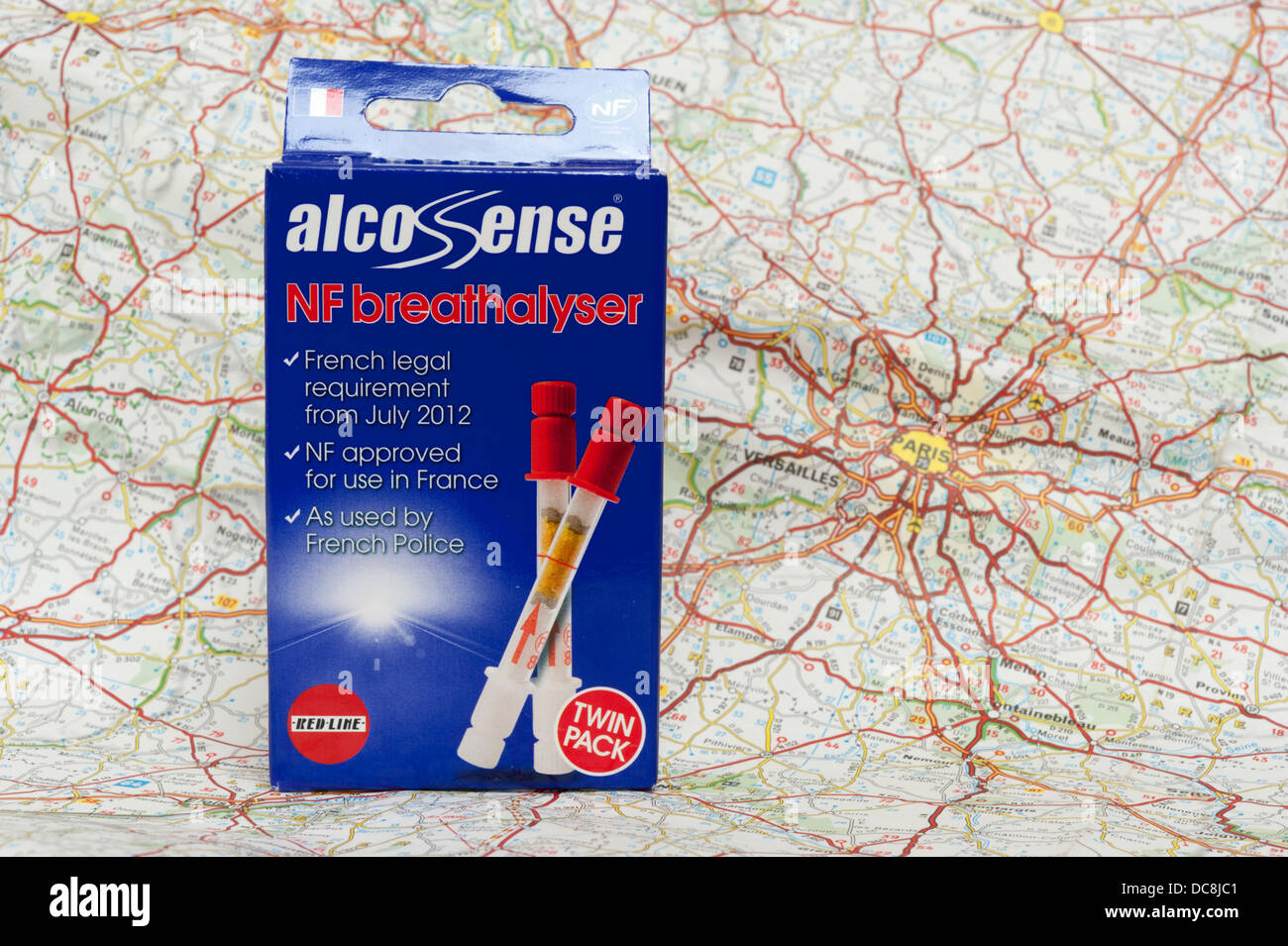 Sens de l'alco alcootest kit sur une carte de France. Photo Stock