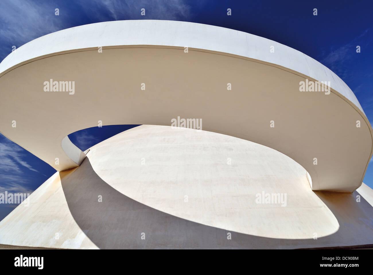 Brésil, Brasilia: détail architectural du Musée National Honestino Guimarães conçu par Oscar Niemeyer Banque D'Images