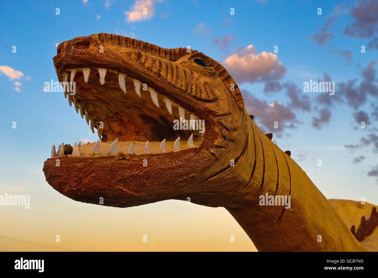 Un dinosaure à un détail concret rock boutique près de Holbrook Arizona Banque D'Images
