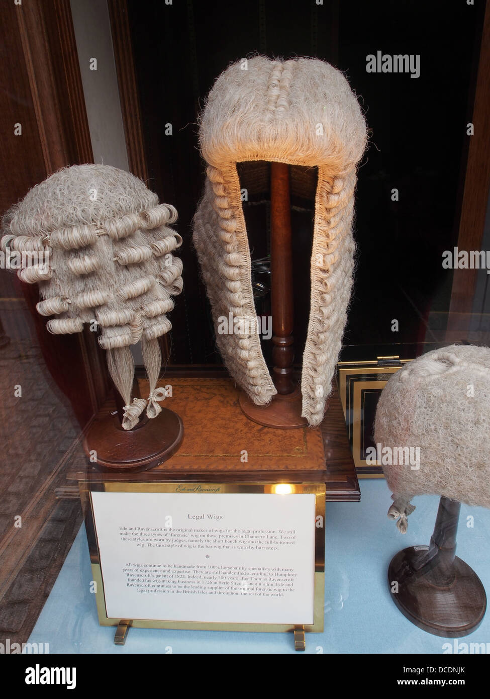 Vente de vitrines Londres barristers perruques Photo Stock