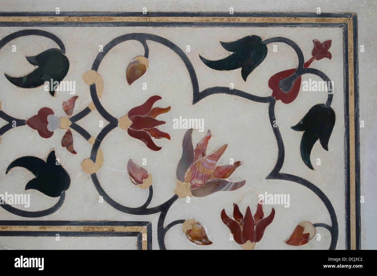Taj Mahal mausolée en marbre blanc détails encastré - Agra, Inde Photo Stock